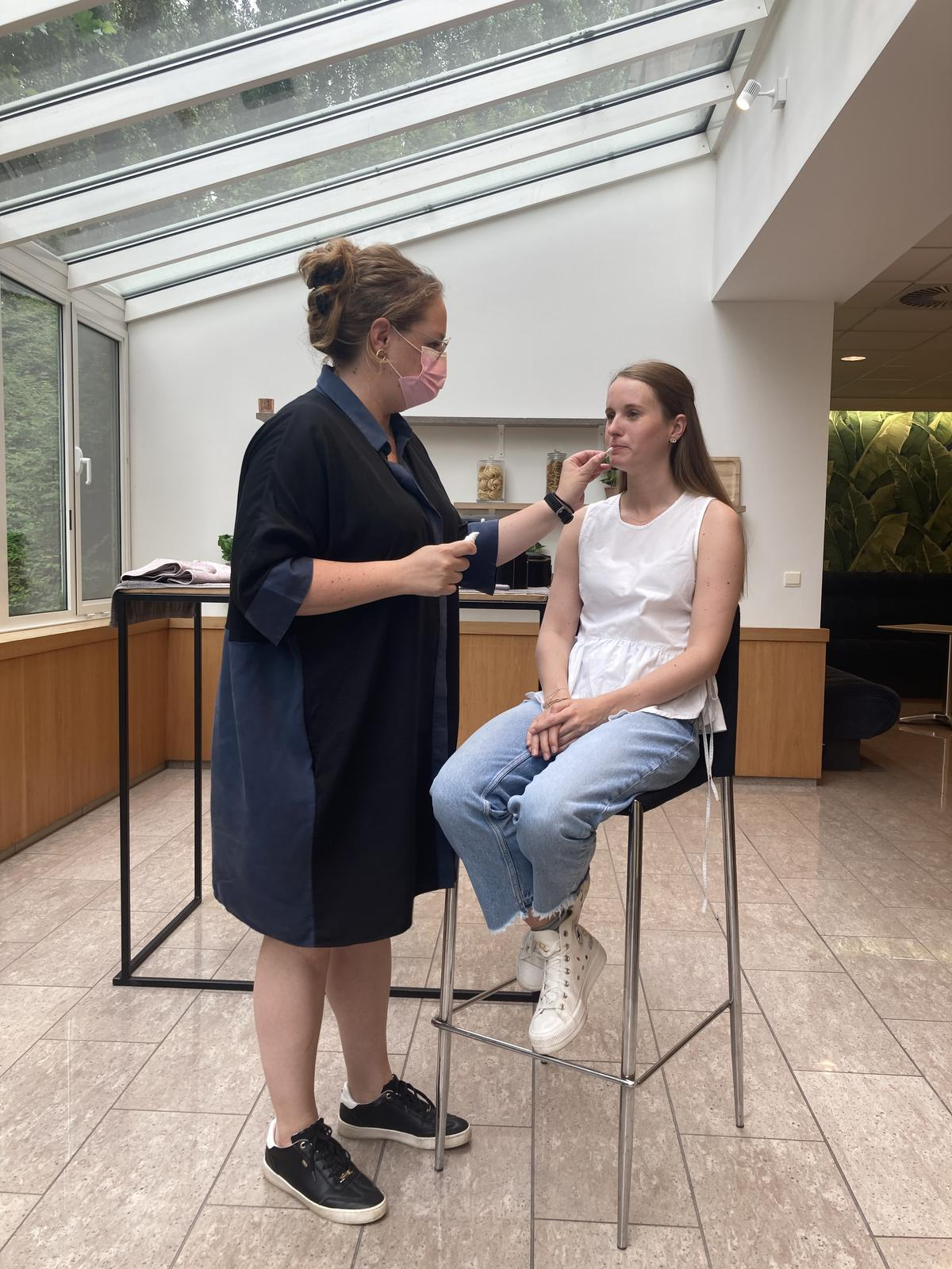 Eerst demonstreerde Sabine de technieken, daarna mochten onze lezers het zelf uitproberen. (GF)