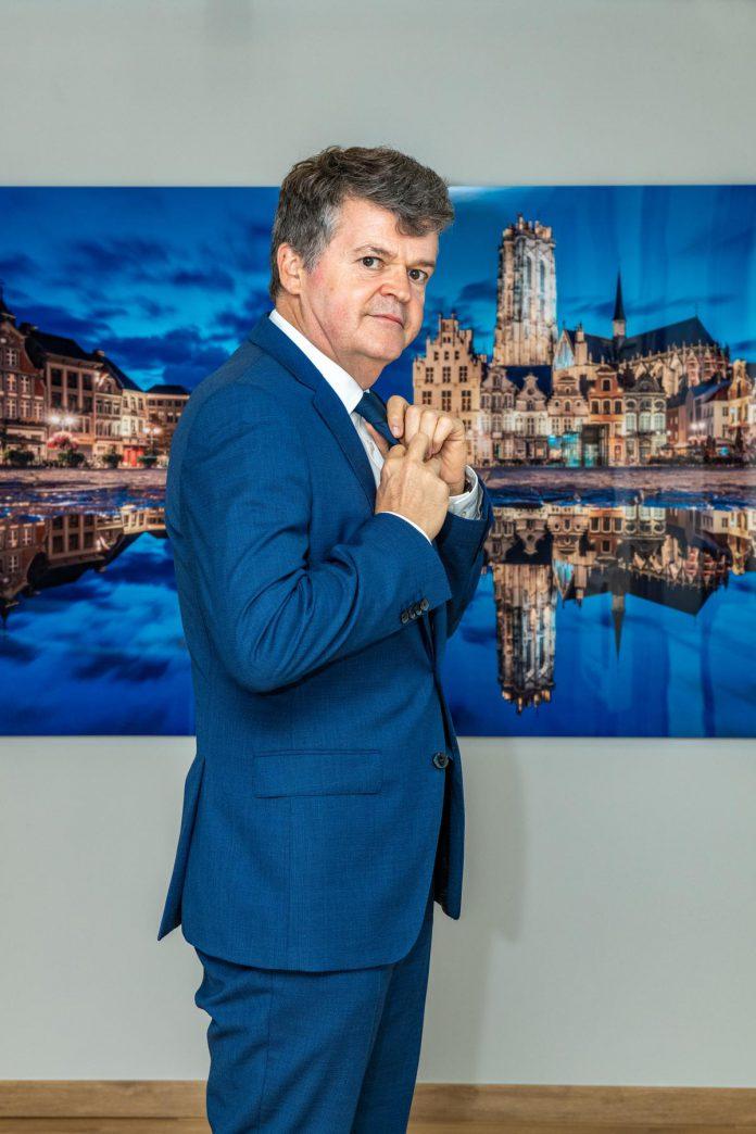 """Bart Somers: """"De greep van de politieke partijen in ons land is te groot."""" (foto's Christophe De Muynck)"""