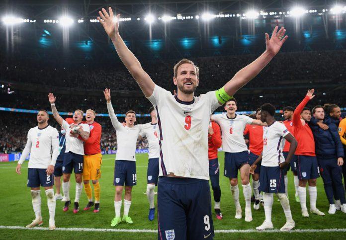 England-Italië, een historische match, zeker voor de 'Three Lions'. 55 jaar is het al geleden dat ze nog een finale speelden. Toen wonnen ze het WK in 1966. Geruggensteund door een uitzinnig supporterslegioen droomt Wembley en heel Engeland van een 'coming home'. (foto Getty)© UEFA via Getty Images