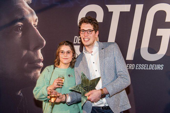 """Stig Broeckx, hier met verloofde Marlies op de première van De Stig, ziet de toekomst positief tegemoet. """"Het zou heel leuk zijn als er op termijn een kleine Stig in huis rondloopt."""" (foto Belga)© BELGA"""