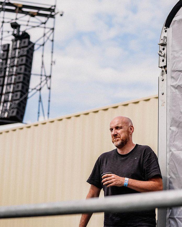 Eric Goens volgt in 'Vlaanderen herleeft' mensen voor én achter de schermen in de muzieksector. (foto Sarah Daems)© Sarah Daems