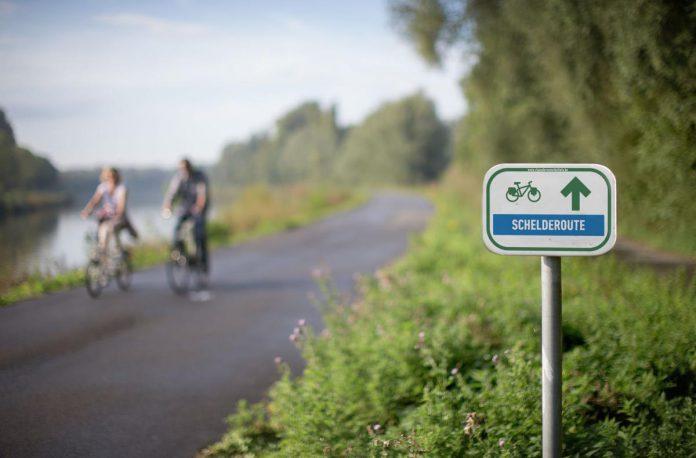 Het jaagpad van de Schelde laat je genieten van heel wat verrassende landschappen. (foto TOV)