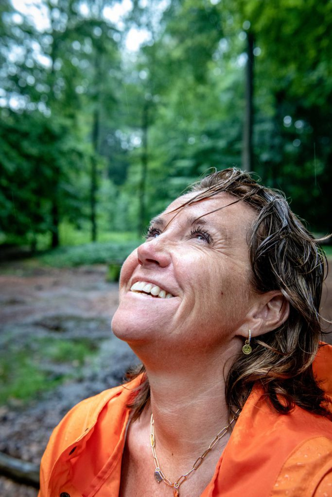 """Heidi De Pauw: """"Ik kan me soms zo kwaad maken op mijn generatie. Wij hebben veel verkloot."""" (foto's Christophe de Muynck)"""