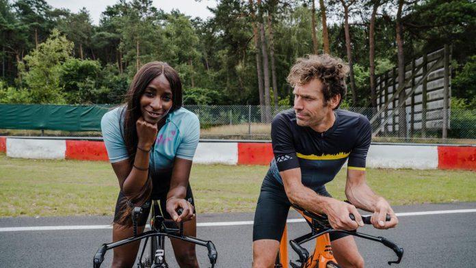Elodie Ouédraogo en Otto-Jan Ham, straks (wereld)top in het tijdrijden? In 'De tijd van ons leven' gaat het duo alvast de uitdaging aan. (foto VRT)