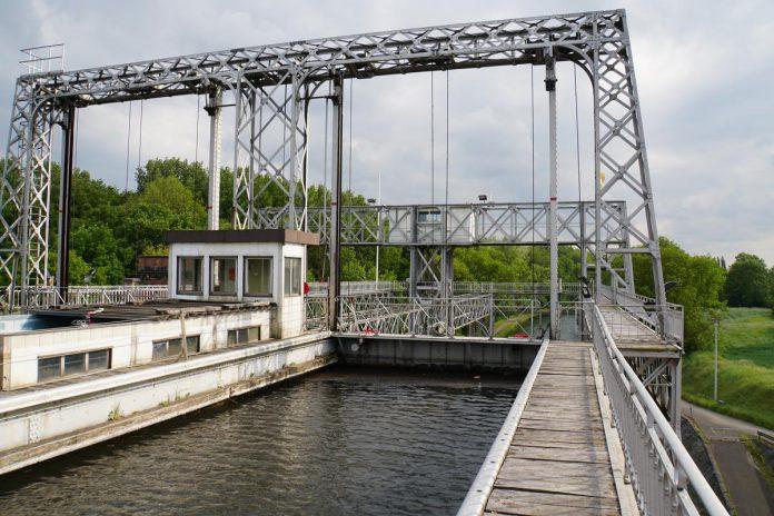 Het Historisch Centrumkanaal en zijn vier hydraulische liften zijn een van de meest opmerkelijke voorbeelden van een industrieel landschap uit de vorige eeuw. (foto maf)